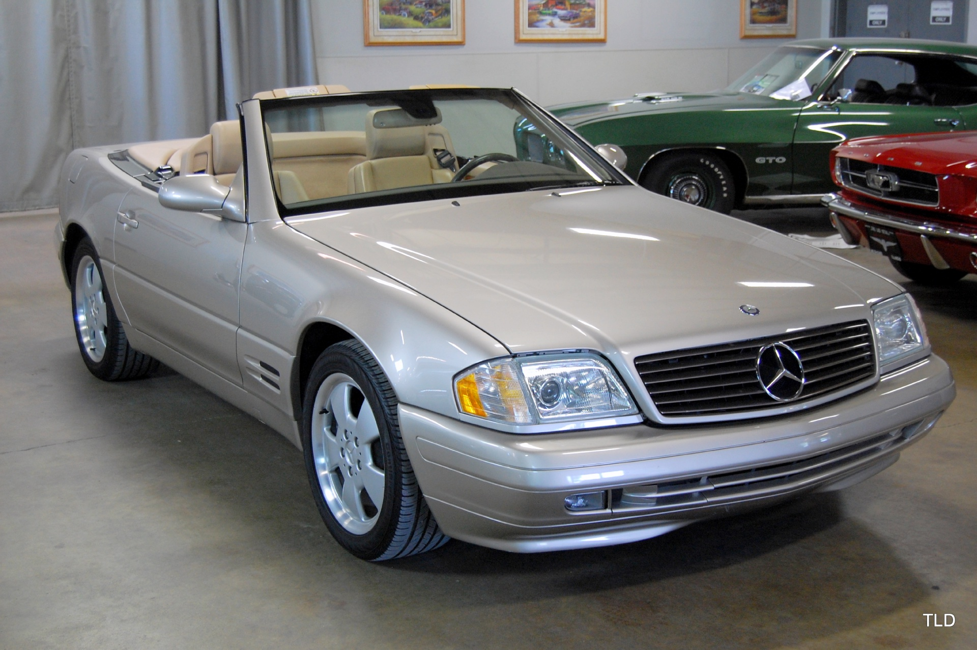 1999 Mercedes Benz Sl Class Sl500 C 790 on vehicle trunk storage